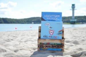 Kiel Malbuch und Leuchtturm Malbuch Holzständer klein mini